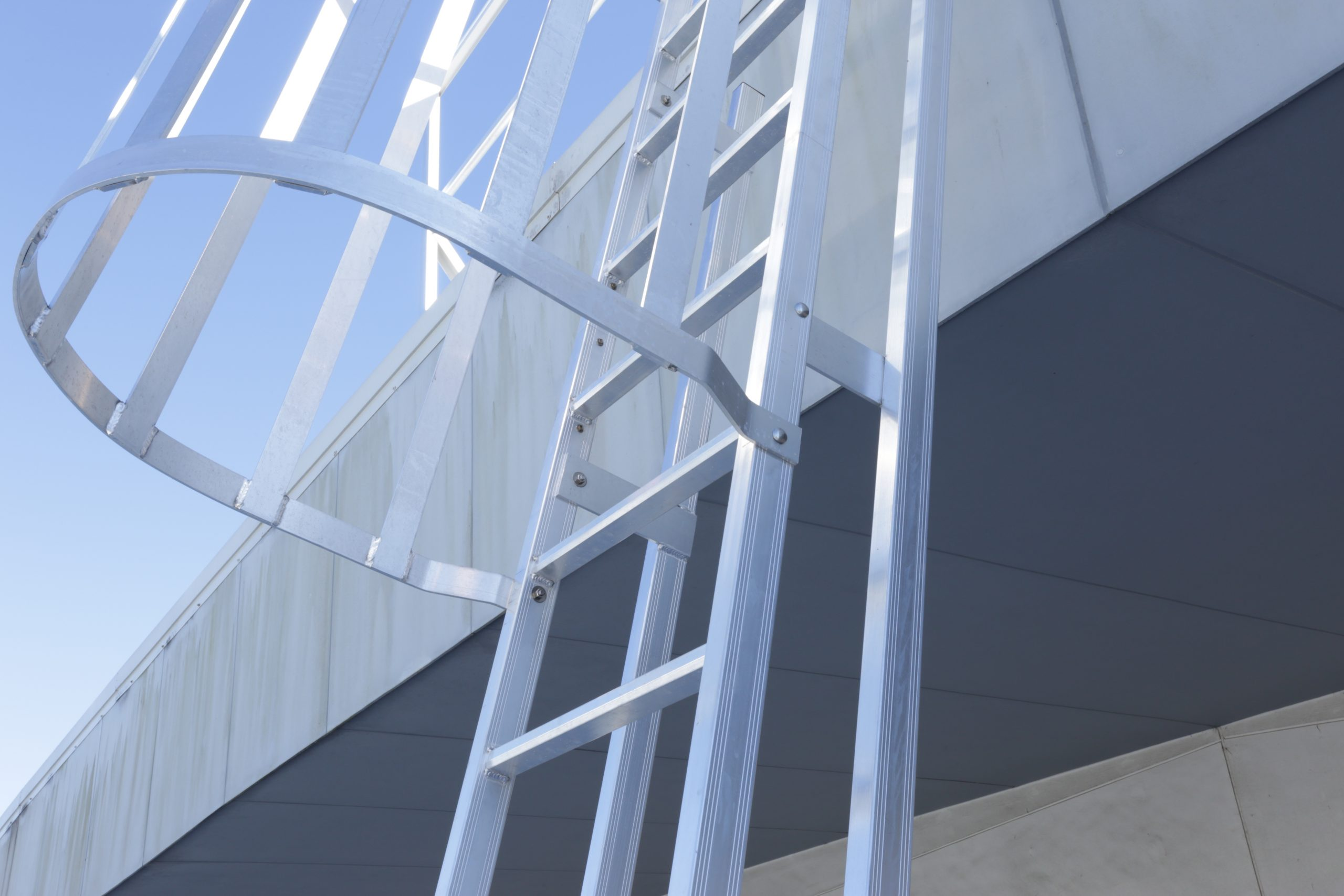 Roof Access Angled Rung Ladder - HawkPro _ JGID